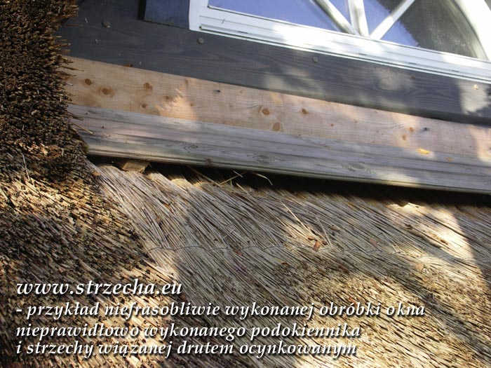 Niedopuszczalne błędy wykonania strzechy - wadliwa obróbka okna, dyletancko wykonany podokiennik, kosz biegnący zygzakiem, wiązanie drutem ocynkowanym !